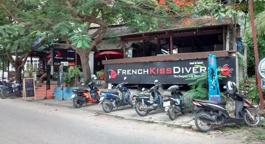 French kiss divers picture